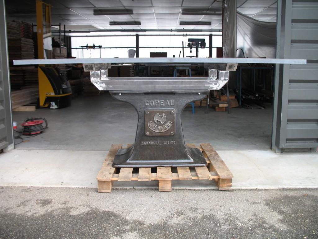 table industrielle pied fonte copeau l 39 atelier des. Black Bedroom Furniture Sets. Home Design Ideas
